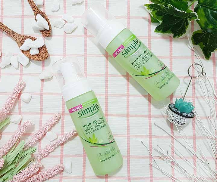 Review sữa rửa mặt Simple Skin To Skin Vital Vitamin Foaming Cleanser